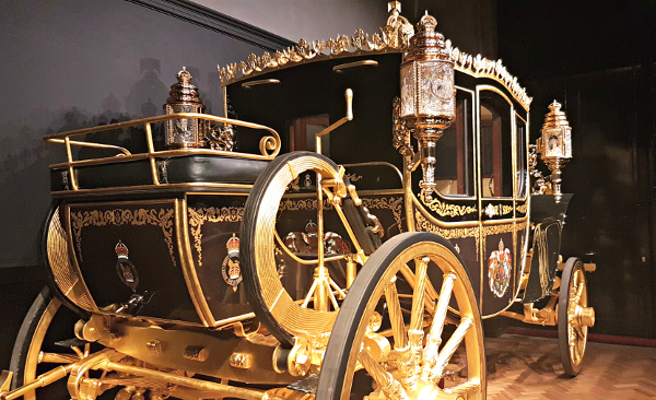 Royal Mews, Buckingham Palace, Diana, The Royal Family, Diamond Jubilee Coach