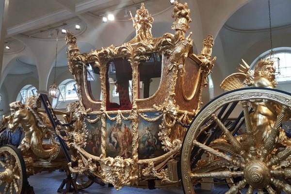 Royal Mews, Buckingham Palace, Diana, The Royal Family