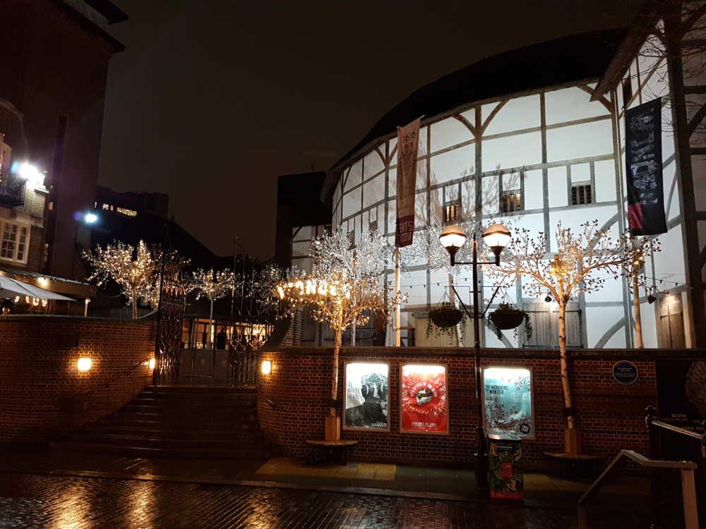Globe theatre London, literary tour kids london, shakespeare kids, globe tour, london one day with kids