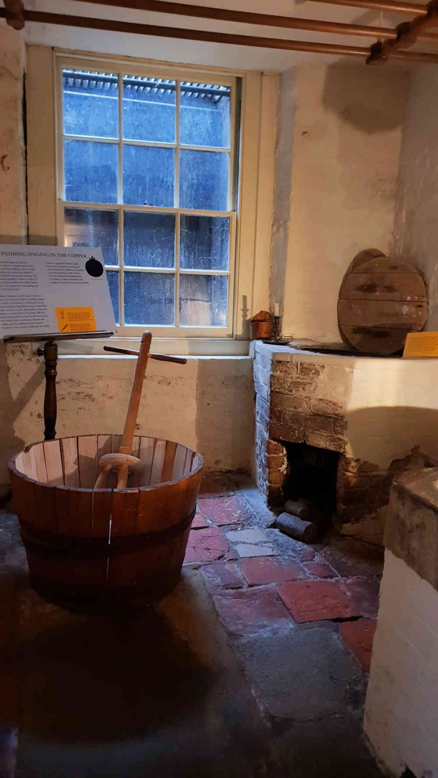 dickens museum food glorious food, dinner with dickens, Dickens museum christmas 2018, dickens museum food, washroom