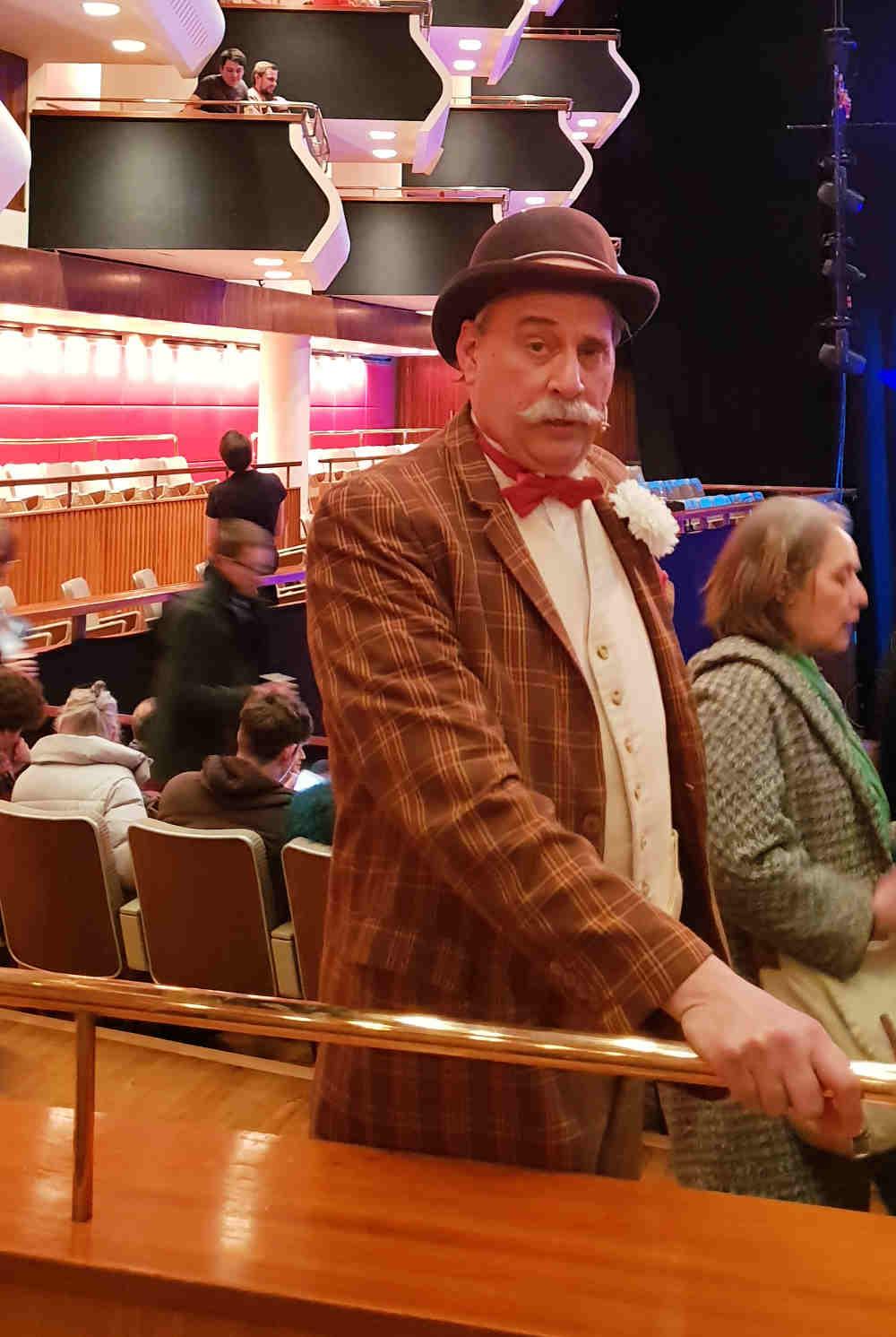 Circus 1903 Ringmaster, Willy Whispsnade