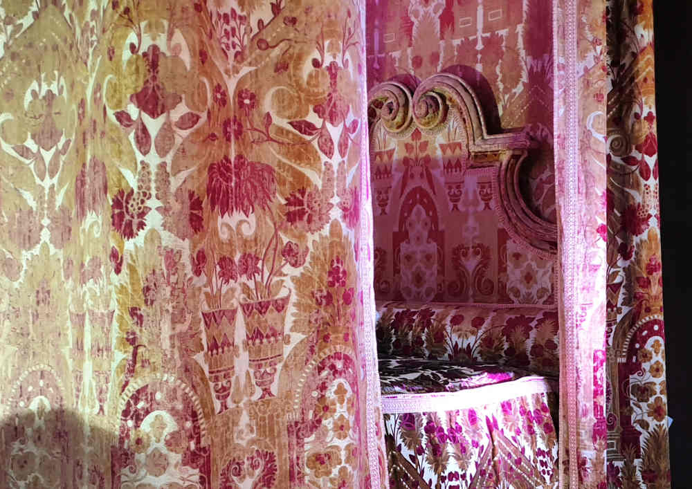 The Favourite, Costumes, Hampton Court Palace, Queen Anne bed
