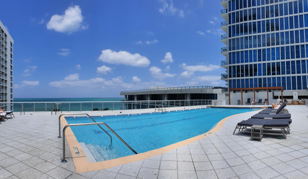 Carillon Miami Pool