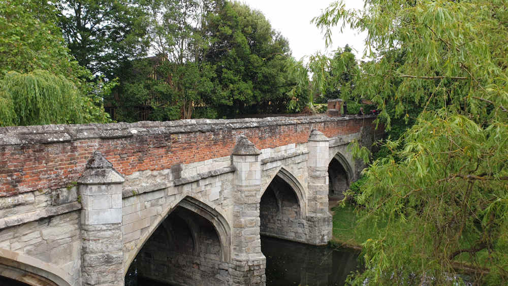 oldest bridge UK