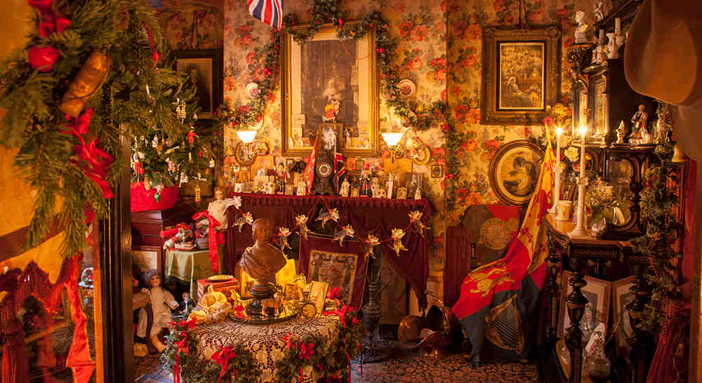 Dennis Severs House decorated for Christmas