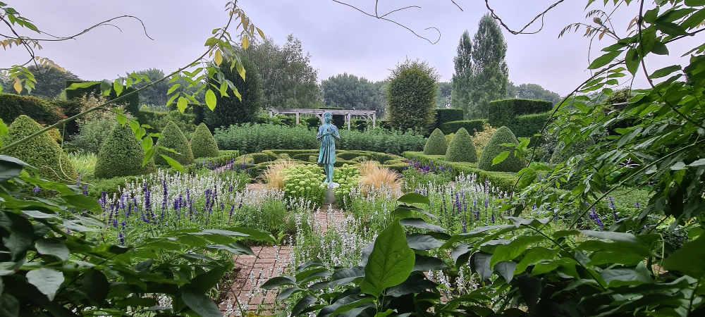 Waterperry Gardens, Silent Space Garden