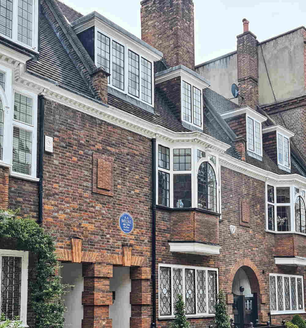 Where did A. A. Milne live, 13 Mallord Street