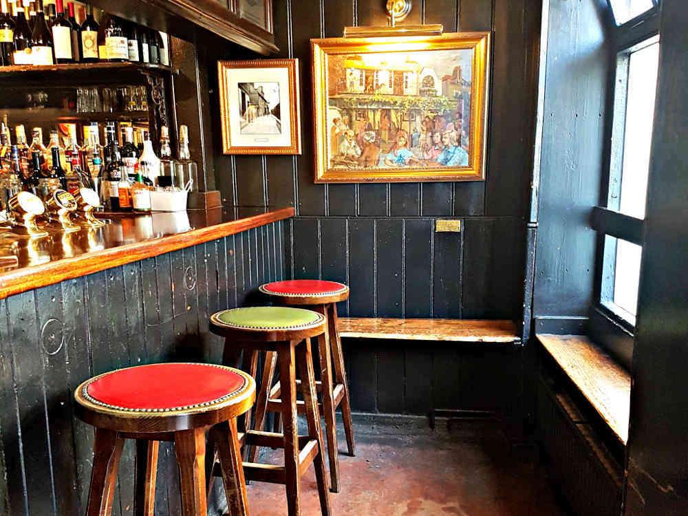 Dove Pub, Nell Gwynn, Charles I
